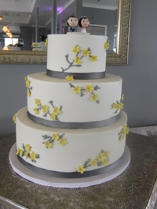 Beautiful Yellow And Grey Wedding Cake Images - Styles & Ideas ...